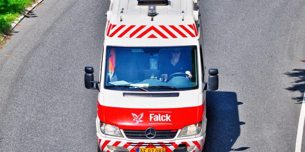 Liggende sygetransport har professionelle reddere